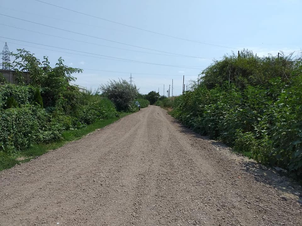 The access road to the shelter